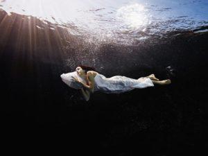 Что означает видеть во сне что плаваешь в воде