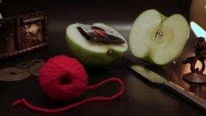 Как действует приворот мужчины на яблоко