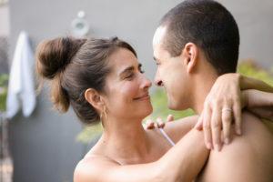 Как девушке понравиться парню старше себя