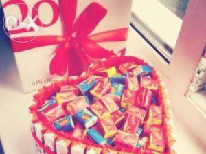 Сладкий день рождения или что подарить девушке в 21 год?