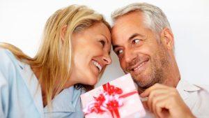 Что можно подарить женщине или мужчине на 40 лет