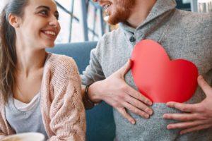 Как ведет себя влюбленный в тебя парень