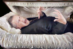 Как делают порчу на похоронах через покойника
