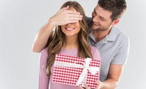 Забота и внимание или что подарить женщине на 28 лет?
